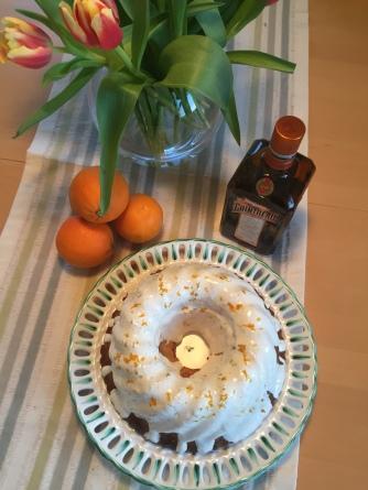 Orangen-Marzipan-Gugelhupf mit Zuckerguss