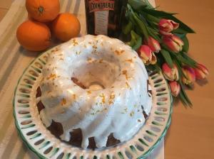 Orangen-Marzipanguglhupf mit Zuckerglasur