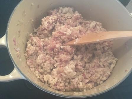 Bolognese - Fleisch mit Zwiebeln anbraten