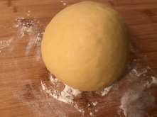 Pastateig - zu einer Kugel formen