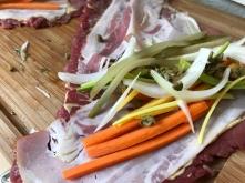 Rindsrouladen - mit Speck und GemüseJulienne füllen