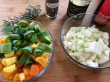 Rindsrouladen - Gemüse würfeln