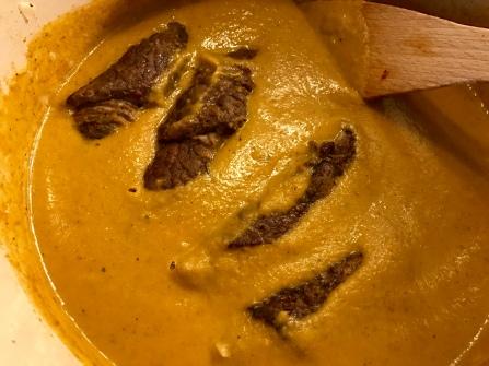 Rindsrouladen - Sauce nochmal abschmecken