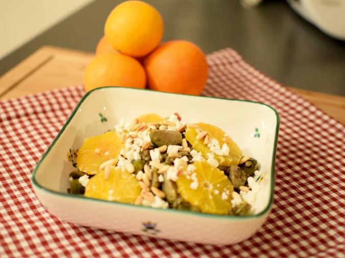 Kohlsprossen-Linsensalat mit Feta und Pinienkernen