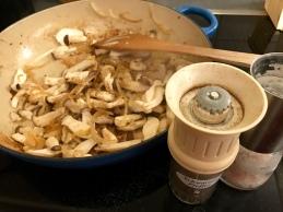 Marchfelder Stroganoff - Pilze dazugeben und braten