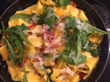 Pasta Tomaten Ruccola Pappardelle Parmesan